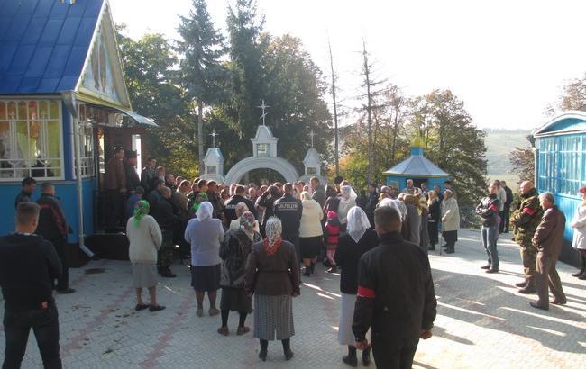 В Тернопільській обл. сталася масова бійка за церкву, постраждали міліціонери