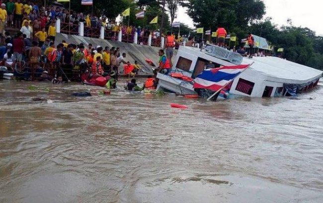 ВТаиланде теплоход врезался вбетонный мост, 13 человек погибли