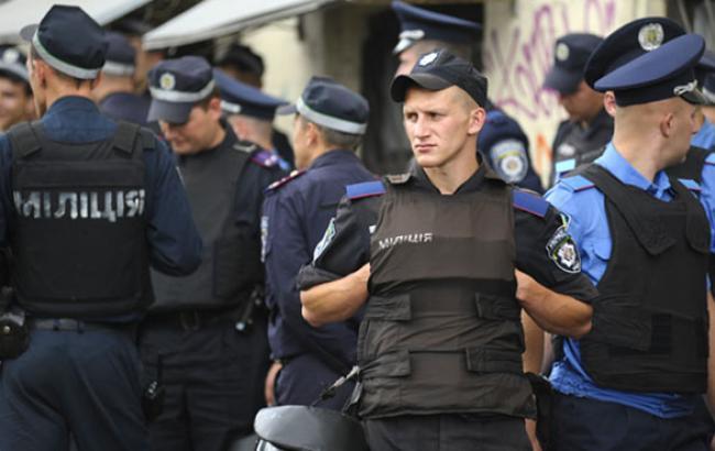 """Міліція не знайшла вибухівку на станції київського метро """"Театральна"""""""