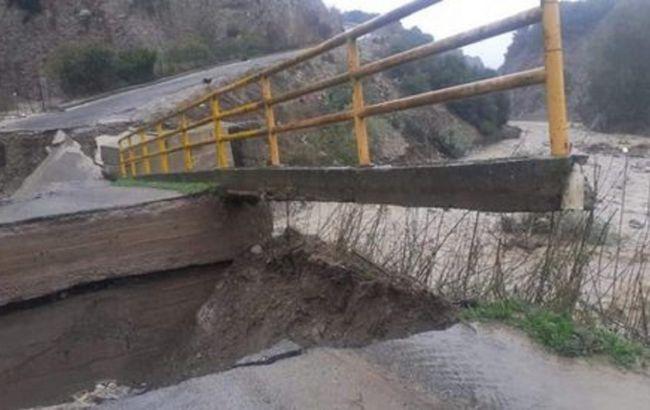 В Италии рухнул автомобильный мост из-за ливня
