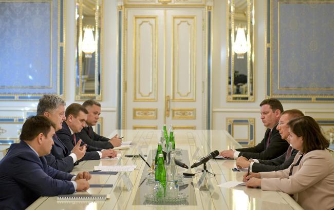 Порошенко обсудил с министром иностранных дел Латвии ситуацию на Донбассе