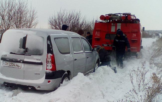 Непогода в Украине: движение транспорта затруднено в трех областях
