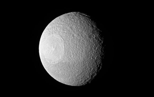 "NASA обнаружило ""Звезду смерти"" возле Сатурна"