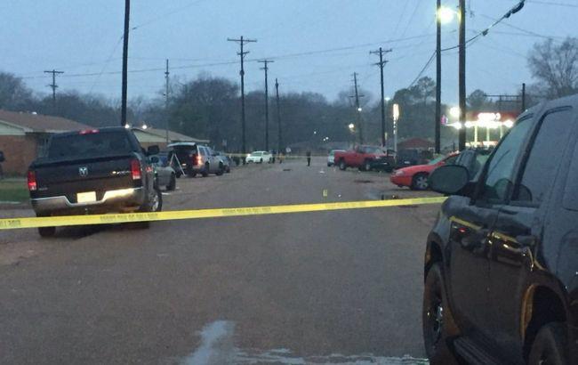 В итоге стрельбы около ночного клуба вСША погибли 4 человека