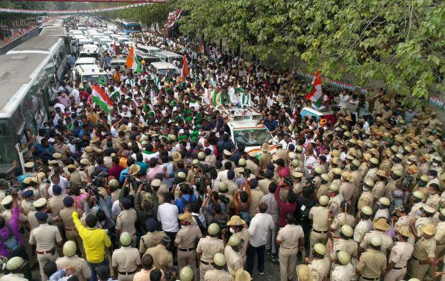 Протесты в Индии: пострадали более 80 полицейских, открыты десятки дел