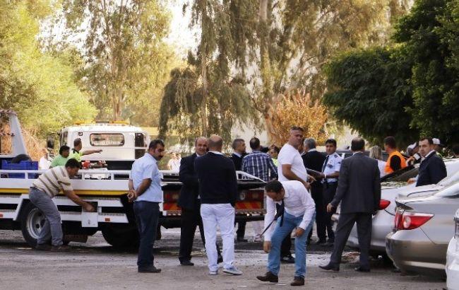 Фото: взрыв произошел возле администрации губернатора в Турции