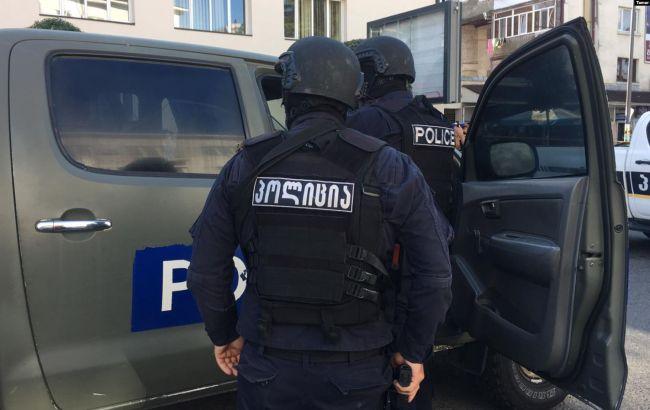 У Грузії затримали чоловіка, який захопив заручників у банку