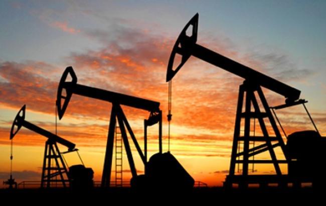 Цена на нефть Brent упала ниже 56 долл./баррель