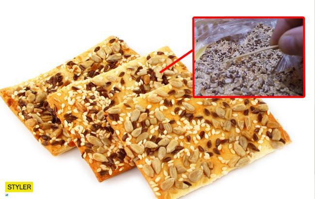 """Сладости с """"сюрпризом"""": в Николаеве мужчине продали печенье с червями"""
