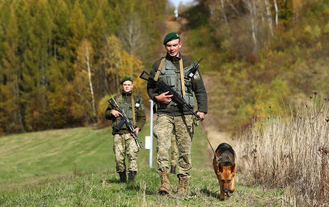 Таможенники поведали опропуске украинцев награнице впоминальные дни