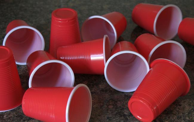 В ЕС планируют запретить одноразовую пластиковую посуду