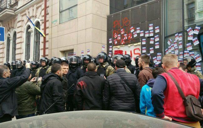 ВХарькове продолжается противоборство милиции ирадикалов