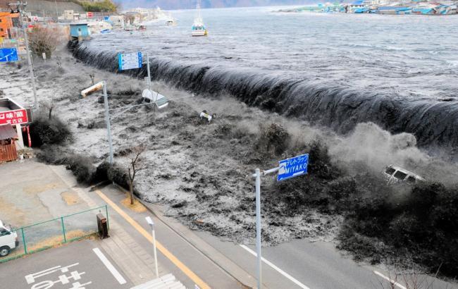 Фото: власти Японии призвали прибережных жителей подняться на более высокие точки местности