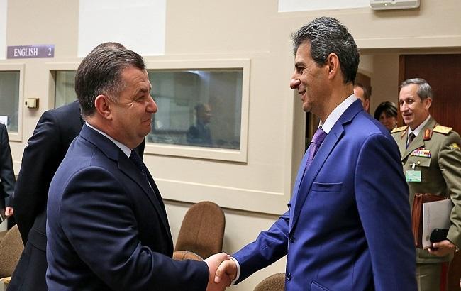 Фото: Степан Полторак зустрівся з міністром оборони Румунії