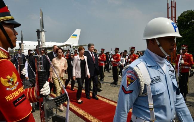 Фото: Петр Порошенко прибыл в Индонезию
