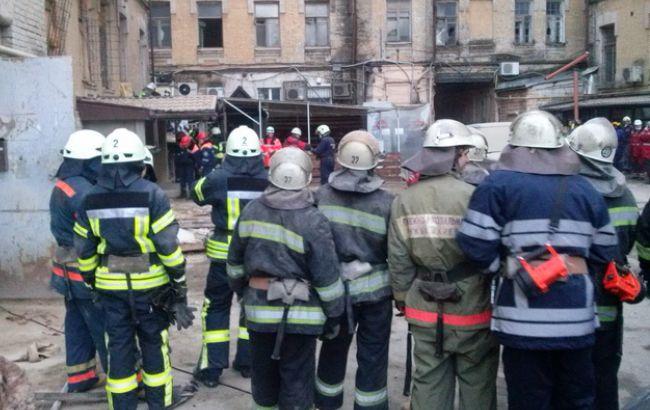 Фото: у столиці триває рятувальна операція на місці обвалення будинку