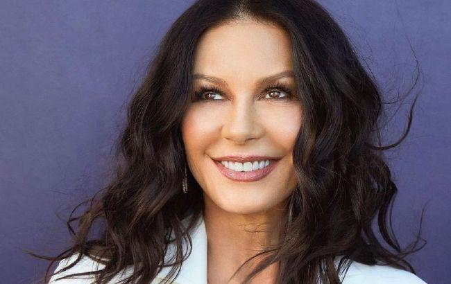 Она не меняется! 51-летняя Кэтрин Зета-Джонс покорила красотой на фото разных лет