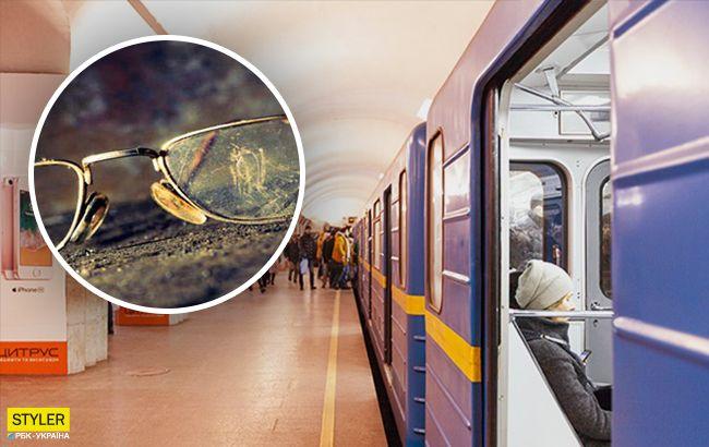 В метро Киева пенсионер напал на школьника: порвал книгу и разбил очки
