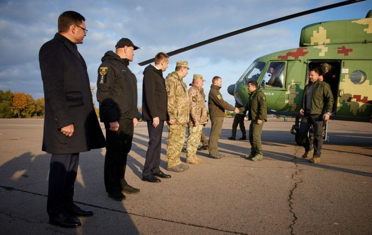 Зеленский прибыл на Донбасс: глава государства посетит позиции ООС