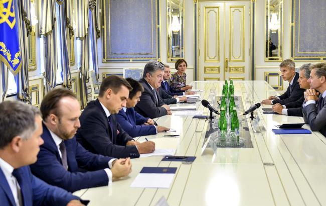 Фото: встреча Порошенко и Липтона