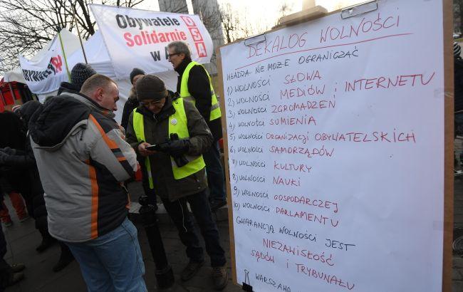 Протесты в Польше: оппозиционные депутаты до сих пор дежурят в Сейме