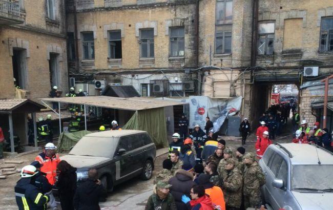 Обвал будинку в Києві: рятувальники дістали з-під завалів тіло загиблого