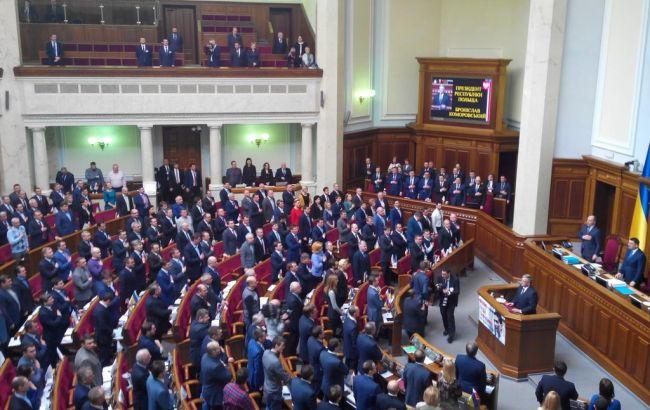 Нардепы спели гимн Украины после выступления Коморовского