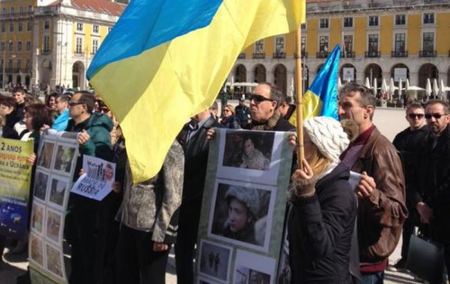 Фото: у Лиссобоне активсты закликали звільнити незаконно ув'язнених українців