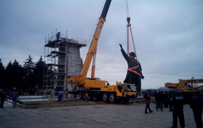 У Запоріжжі демонтували пам'ятник Леніну