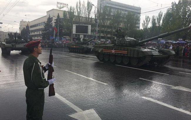 Фото: прохождение военной техники в центре Донецка, 9 мая 2015 г