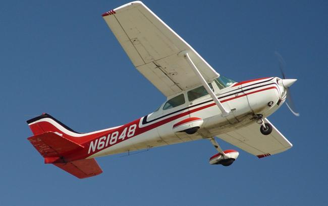 У Мексиці легкомоторний літак впав на житловий будинок, є загиблі