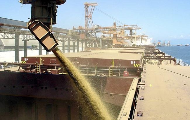 Фото: погрузка зерна (cfts.org.ua)