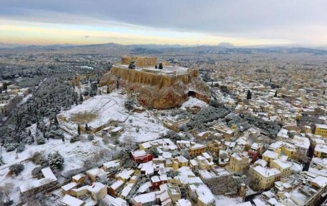 Фото: Акрополь в Афинах в снегу