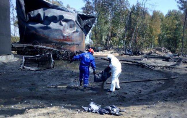 ГСЧС: на нефтебазе под Киевом продолжается перекачка топлива из поврежденных емкостей