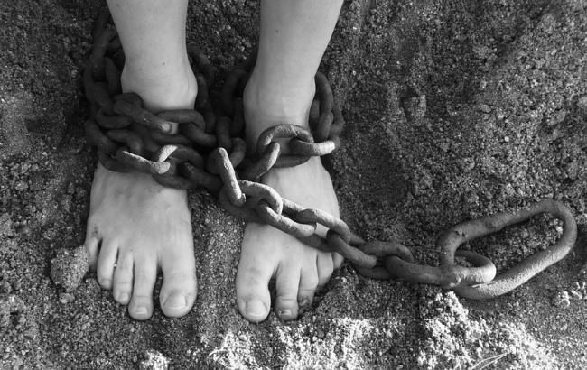 Житель Закарпатья бил и держал в рабстве мужчину