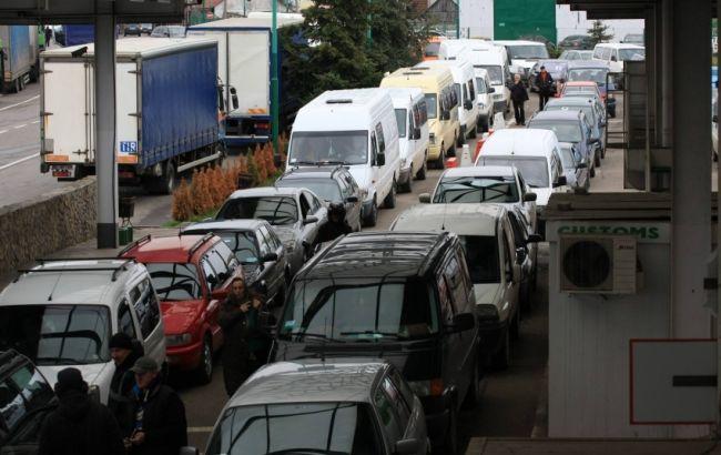Фото: черги авто на кордоні з Польщею