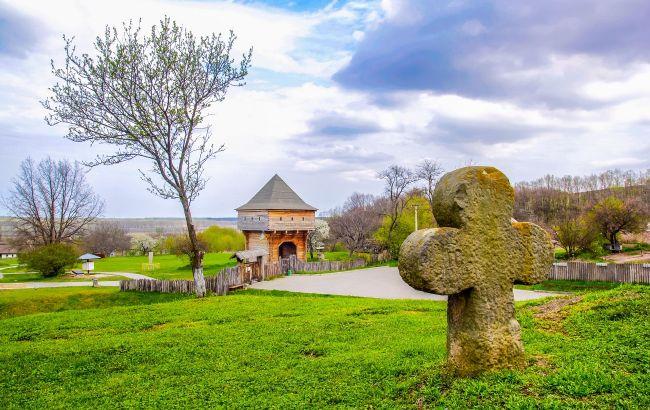 Загадки та пам'ятки історії: невелике село на Черкащині дивує туристів незвичними об'єктами