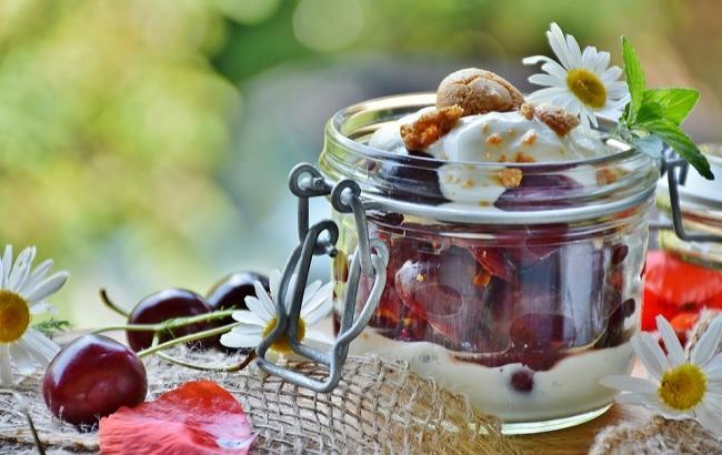 Фото: Десерт с вишней (pixabay.com/RitaE)