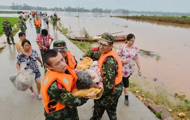 Фото: у Китаї є загиблі в результаті повені