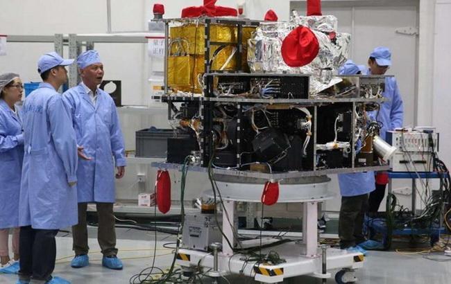 Фото: підготовка до першого у світі експерименту, розрахованого на відстань понад 1,2 тис. Км (SCMT)
