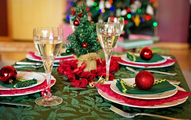 Фото: Новогодний стол (pixabay.com/jill111)