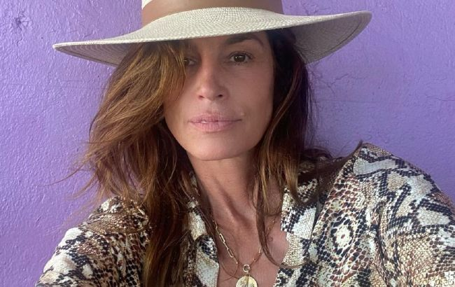 55-летняя Синди Кроуфорд покорила стройной фигурой в облегающих джинсах