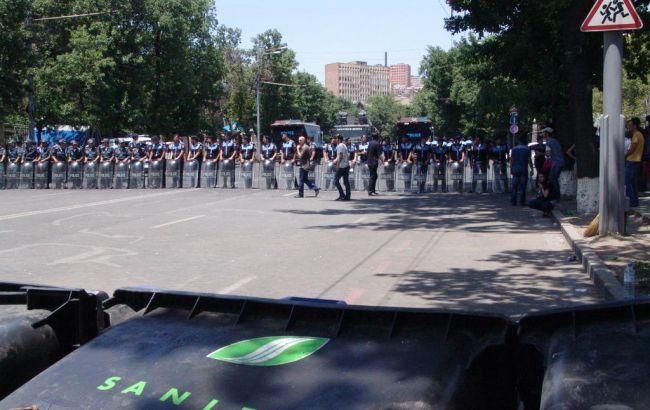 Фото: поліція на проспекті Баграмяна в Єревані