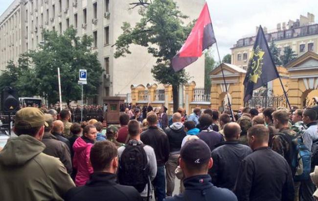 """""""Правий сектор"""" під будівлею Адміністрації Президента вимагає відставки Авакова, - журналіст"""