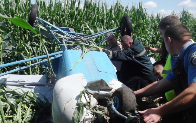 Легкомоторный самолет упал вУкраине