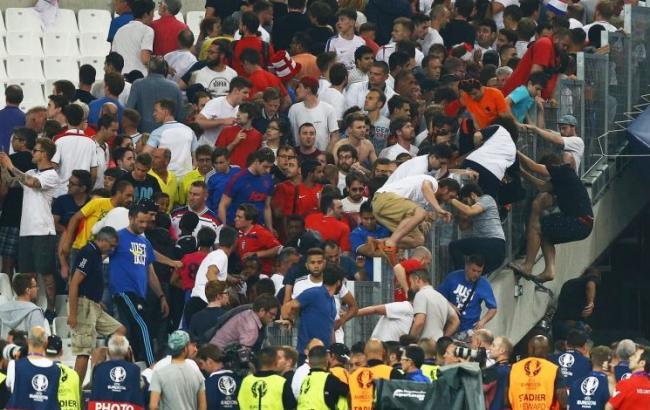 Фото: футбольний матч чемпіонату Європи-2016 Англія - Росія