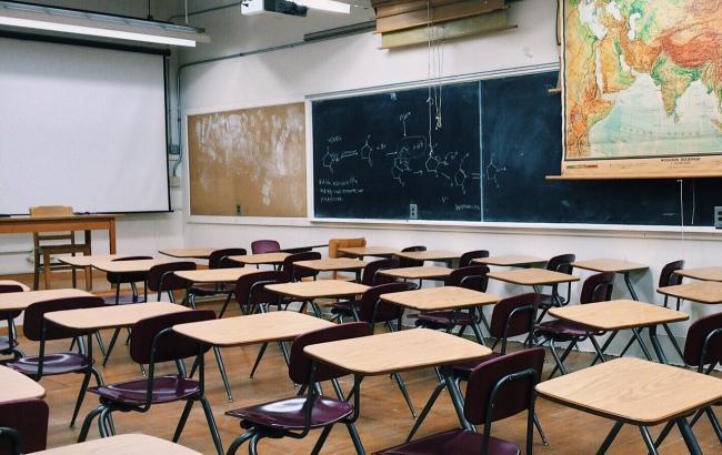 """""""Директора також мити?"""": соцмережу шокував випадок в українській школі"""