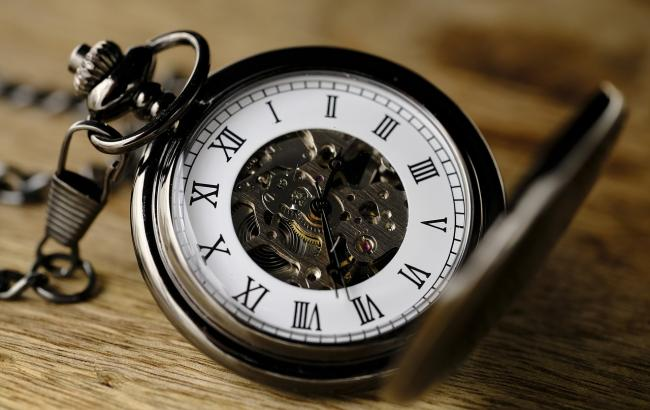 Київська міська рада хоче скасувати переведення годинників на літній час.  Про це повідомляє
