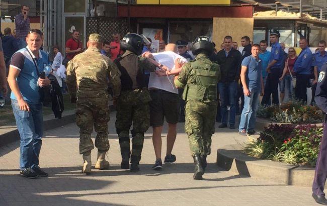 Милиция задержала на Майдане польского фаната, пытавшегося разбить телекамеру