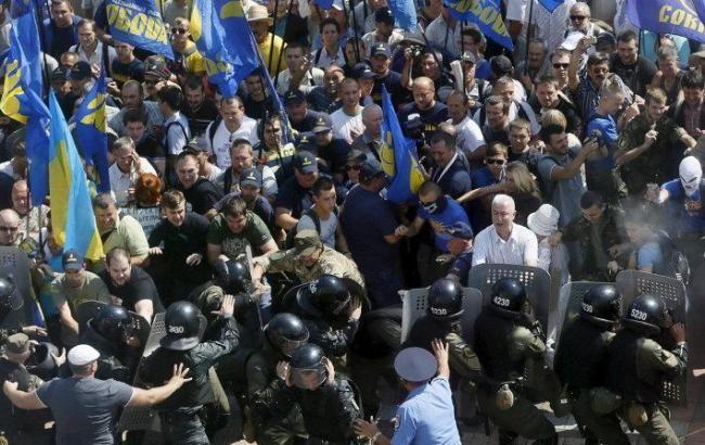 """Фото: наибольшую активность в противостоянии с милицией проявили сторонники ВО """"Свобода"""""""
